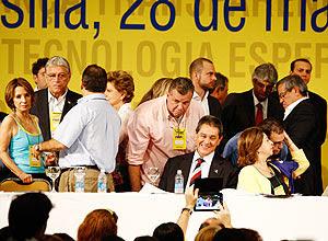 O presidente do PTB, Roberto Jefferson (sentado), participa da convenção do PSDB neste sábado