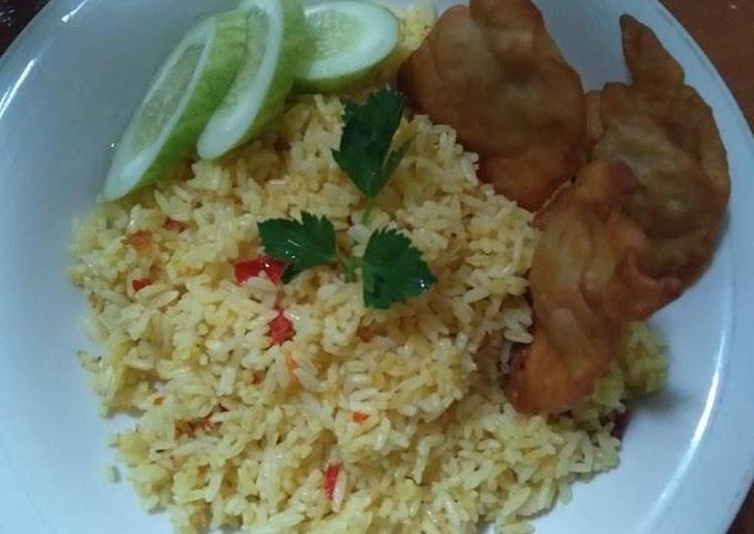 Cara Praktis Mempersiapkan Nasi goreng pedas Yang Enak