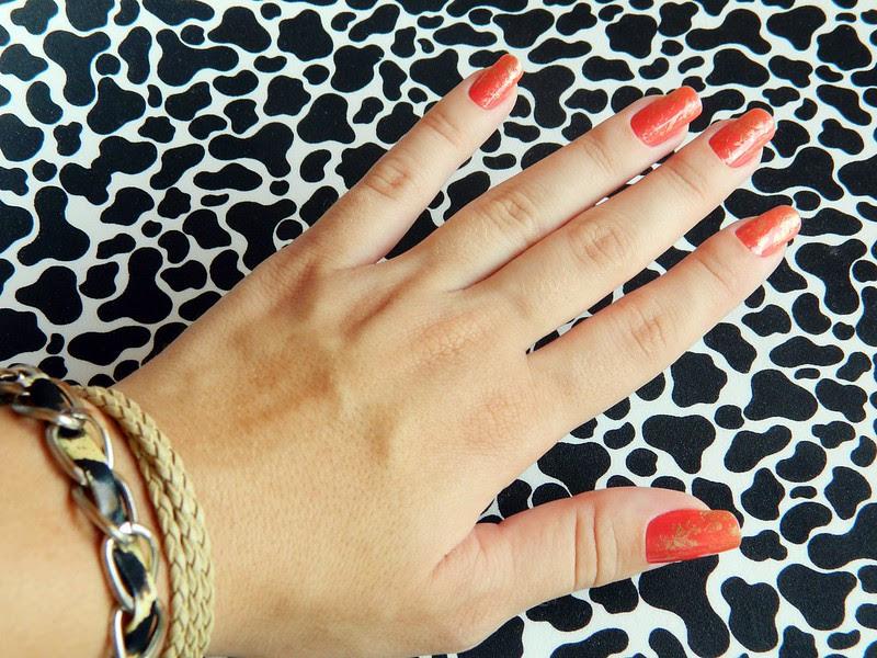 juliana leite unhas feitas da semana flocos de ouro folha de ouro fun impala coral laranja verão