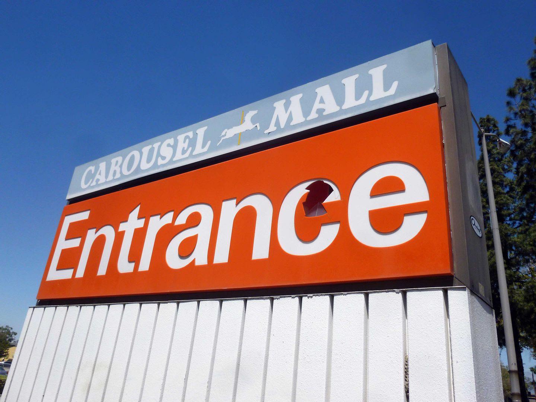 Avoiding Regret: Photo Essay: The Dead Mall of the Carousel