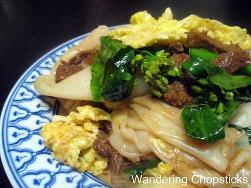 Pad See-Ew (Thai Stir-Fried Soy Sauce Noodles) 3