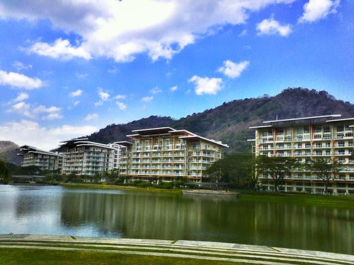 Mobile blog: a view of Pico de loro residences by popazrael