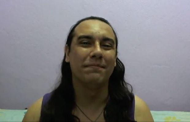 Föxx Salema, nome social do transexual André Salema Nunes, que publicou vídeo no YouTube para contar sobre processo que move contra o Facebook (Foto: Reprodução/YouTube)