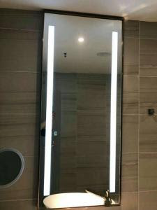 Bluetooth Hotel Bathroom Mirror Led Backlit Mirror With Border For