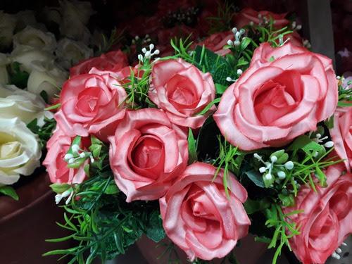 Ramo De Rosas Artificial Por 5 Pimpollos Mas Follaje 200 En