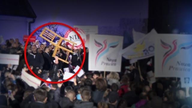 09.03.2015 | Próbował rzucić krzesłem w Komorowskiego. Incydent podczas wiecu