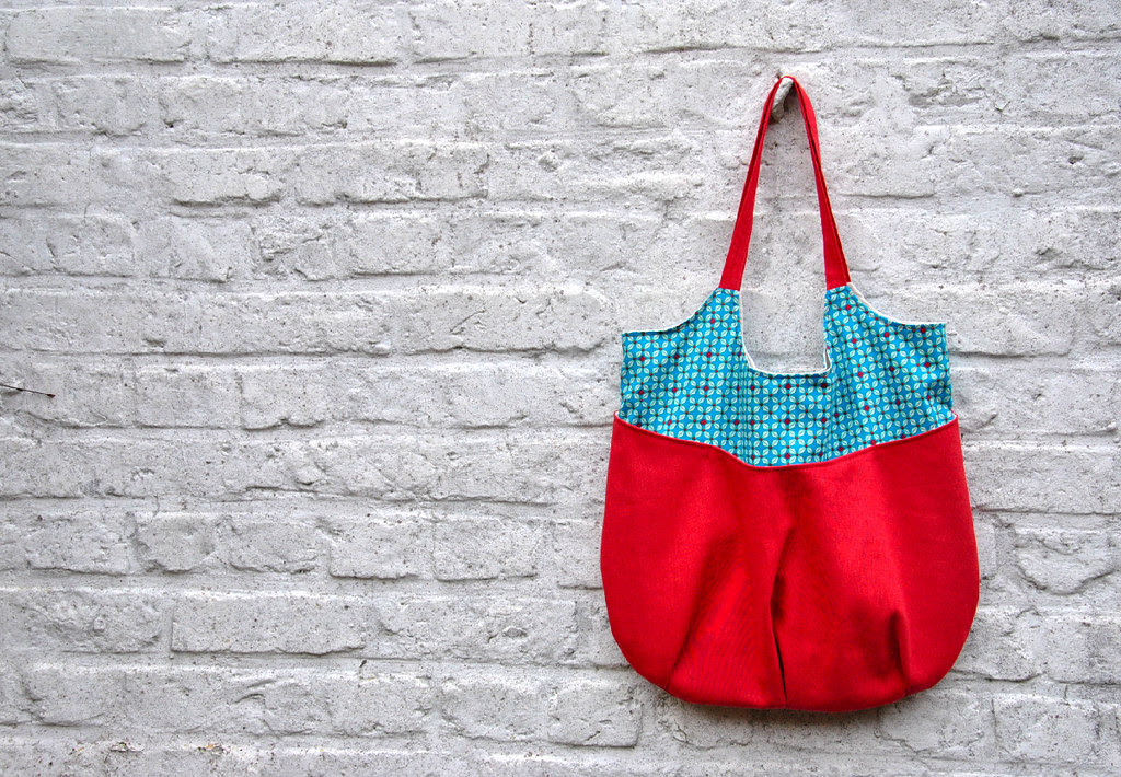 http://www.noodle-head.com/2011/08/go-anywhere-bag-pattern_26.html