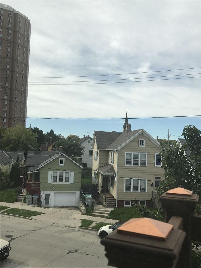 Nubes alineadas con el cable