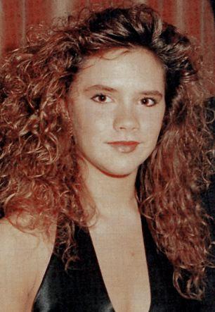 Posh Spice, em 1990, deixou
