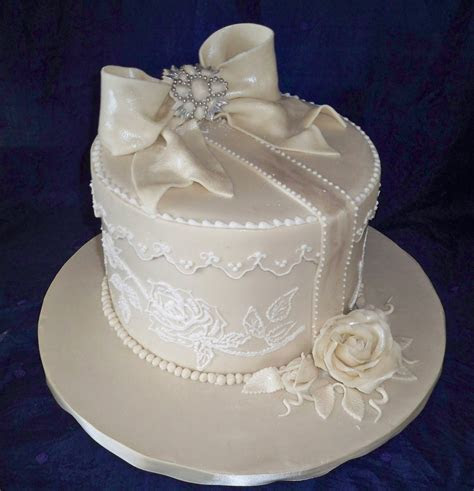 lace, brooche and bow vintage style wedding cake