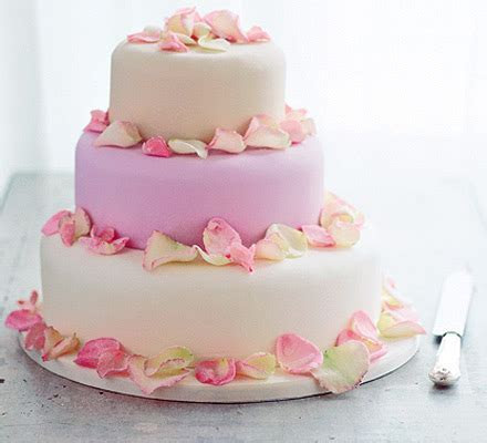 Creating your wedding cake   BBC Good Food