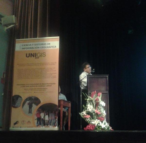 Raúl Acevedo presentando el proyecto Llactapamba. Foto de Pablo Ordoñez