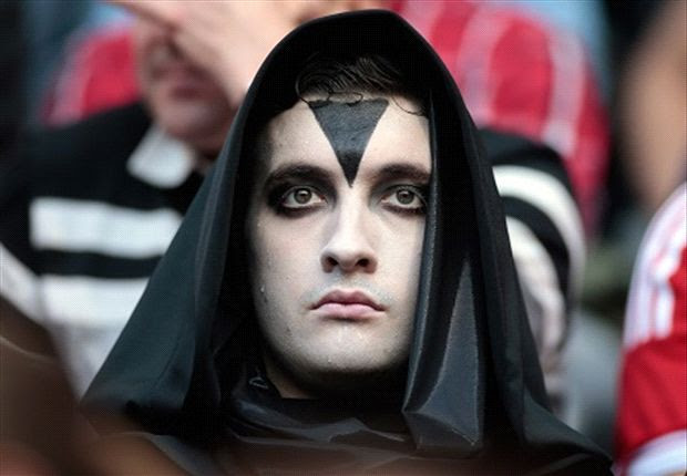 333340 heroa So Scary! After appearing at Bayern on Saturday, 11 men dressed in identical black robes turn up at Chelsea [Pictures]