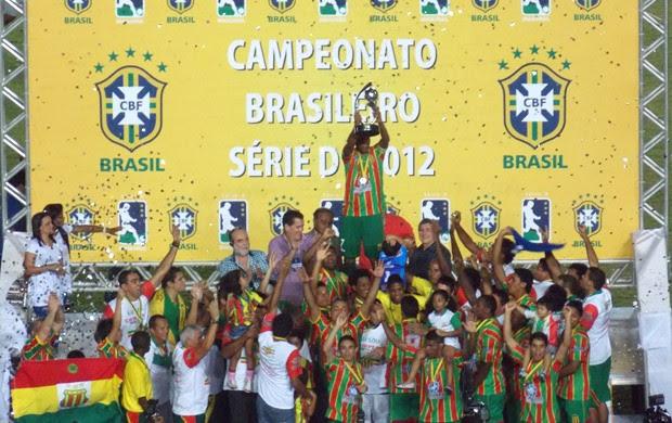 Sampaio comemora a conquista da Série D de 2012 (Foto: Bruno Alves)