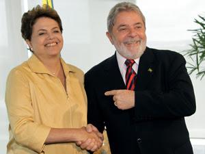 Presidente Lula cumprimenta a presidente eleita do Brasil, Dilma Rousseff, durante encontro no Palácio do Planalto