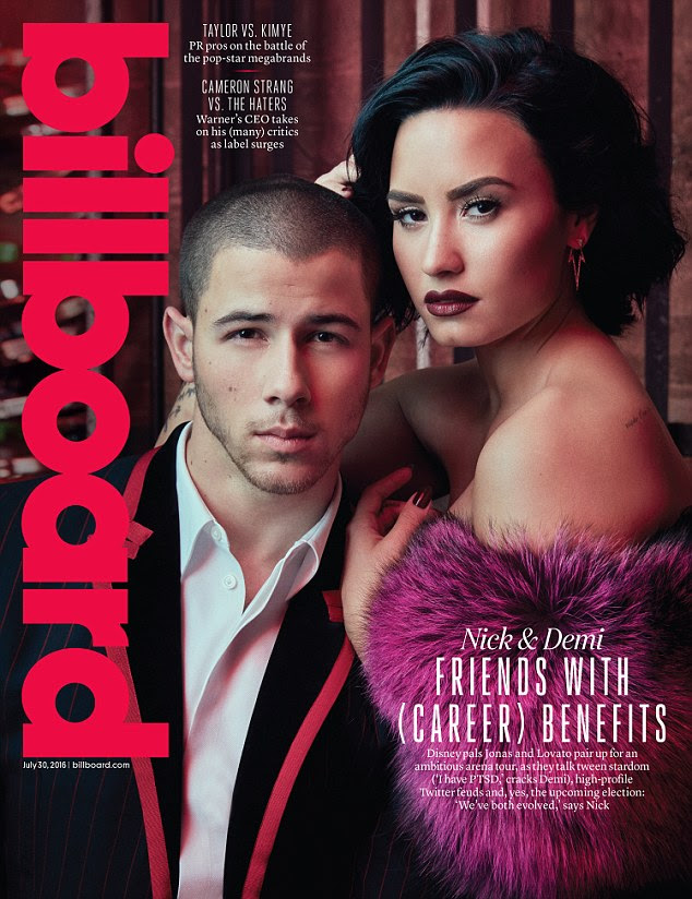 Fazendo uma grande equipe: A cantora posa com pal Nick Jonas na capa da edição de 30 de julho da Billboard