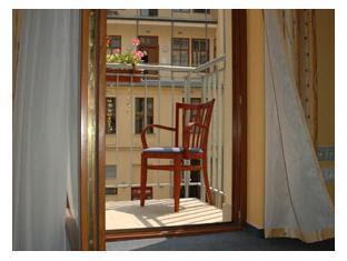 Review Aparthotel Austria Suites