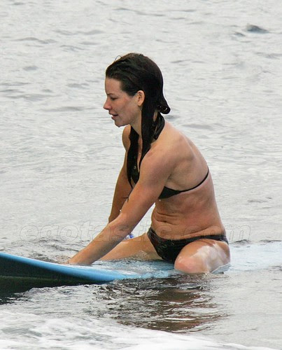 http://hollywoodbollywoodartits.blogspot.com/2012/11/evangeline-lilly-hot-sexy-pictures.html