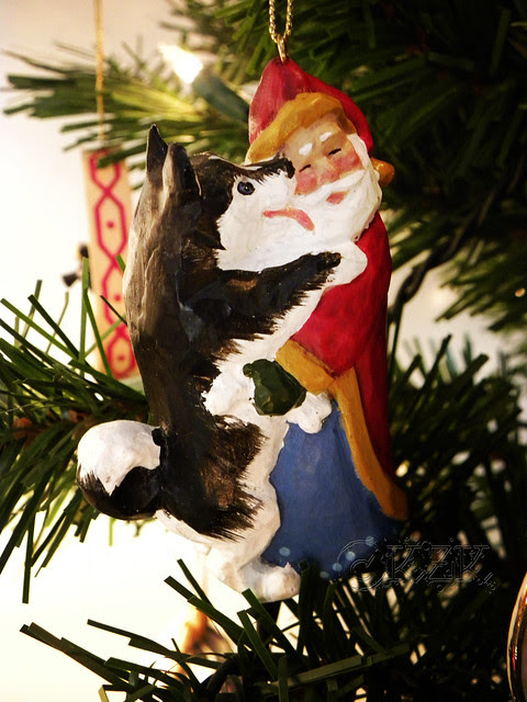DSCN4700e Husky/Santa ornament