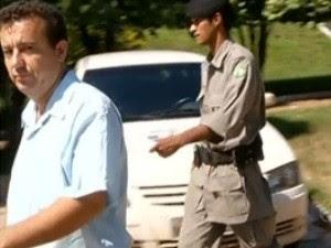 Vererador de Itarumã durante escolta para ir tomar posse, em Goiás (Foto: Reprodução/TV Anhanguera)