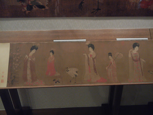 DSCN6183 _ 簪花仕女图 (Court Ladies Adorning Their Hair with Flowers) (detail), 周昉 Fang ZHOU, 46x180cm, Liaoning Museum, Shenyang, China