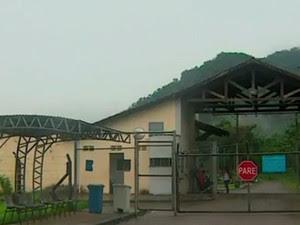 Agente é agredido e visita é cancelada no CDP de Caraguá (Foto: Reprodução/TV Vanguarda)