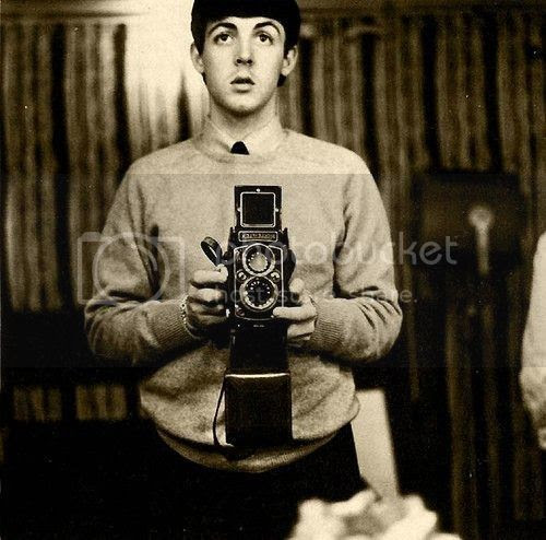 photo Celebrities-with-Their-Vintage-Cameras-7_zps4vm5dgsl.jpg