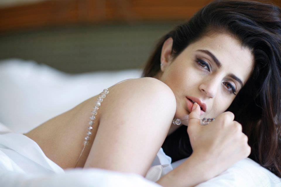 Ameesha Patel Hot Look Photos Images Download