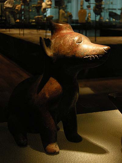 Berlin, Dahlem Museum, mezoamerikai kutya-szobrok