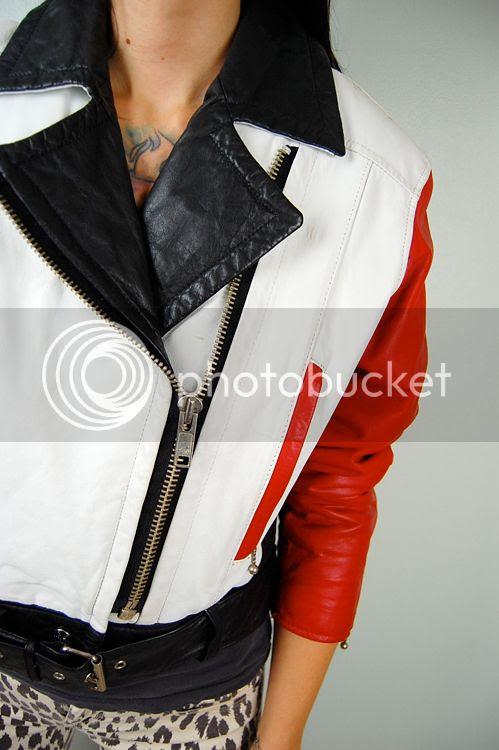 http://i7.photobucket.com/albums/y272/noirohio/new%20ebay/11-10/DSC_0294.jpg