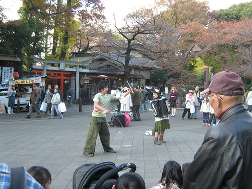 The accordionist and the juggler at Ueno Park