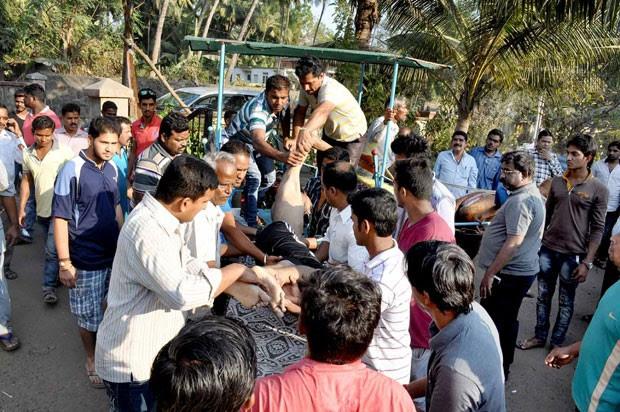 Pelo menos 14 estudantes morrem afogados em praia da Índia (Foto: AFP)