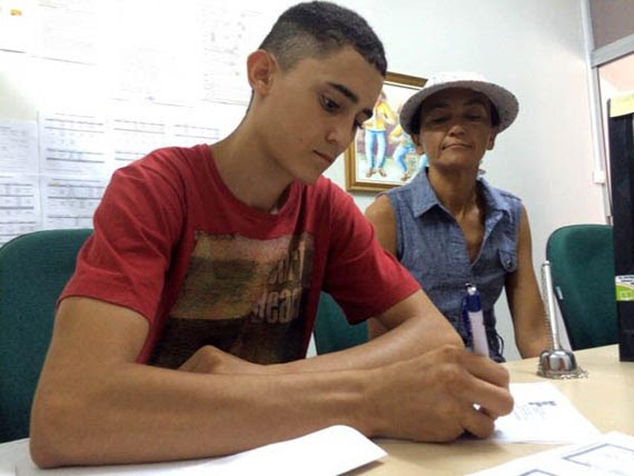Thompson Vitor fez a matrícula nesta terça-feira (Foto: Matheus Magalhães/Inter TV Cabugi)