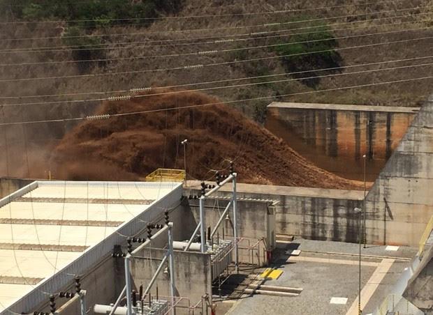 Rompimento de barragens afetou Usina Hidrelétrica Risoleta Neves, em Santa Cruz do Escalvado (Foto: Silvério Joaquim da Luz/Divulgação)
