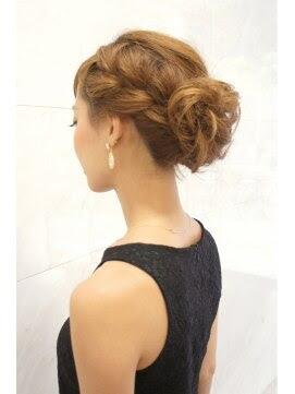 ミディアムヘア アップアレンジ - 結婚式・二次会の自分でできる髪型の手順付ミディアムヘア