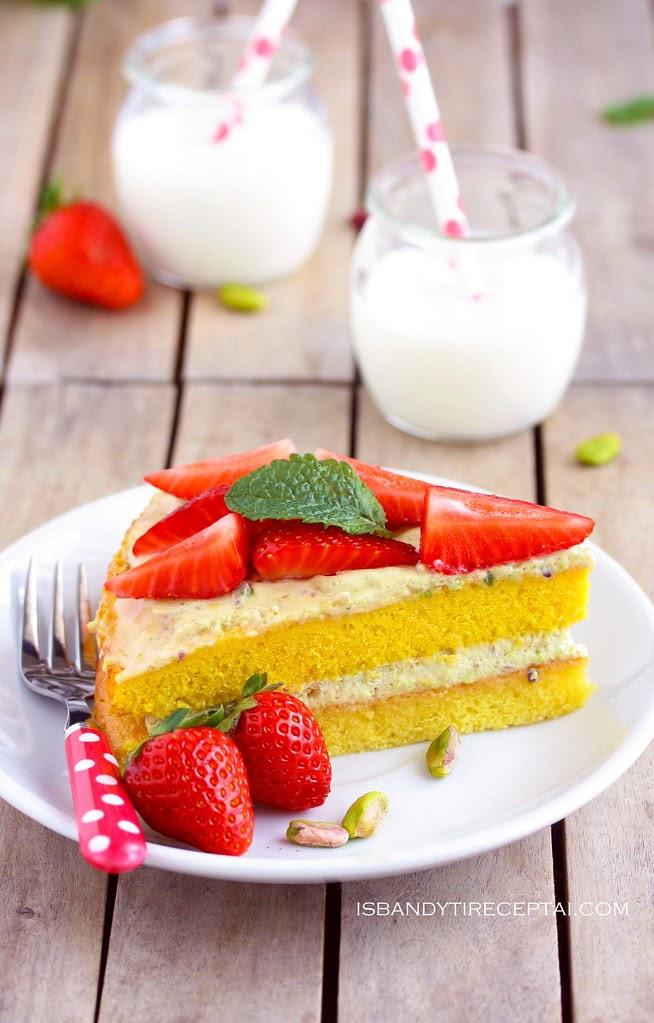 Braškių tortas su pistacijomis2