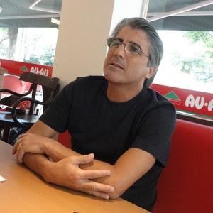 http://e.imguol.com/esporte/futebol/2011/01/17/luiz-augusto-veloso-diretor-de-futebol-do-flamengo-entrevista-exclusiva-em-londrina-1295273723972_300x300.jpg