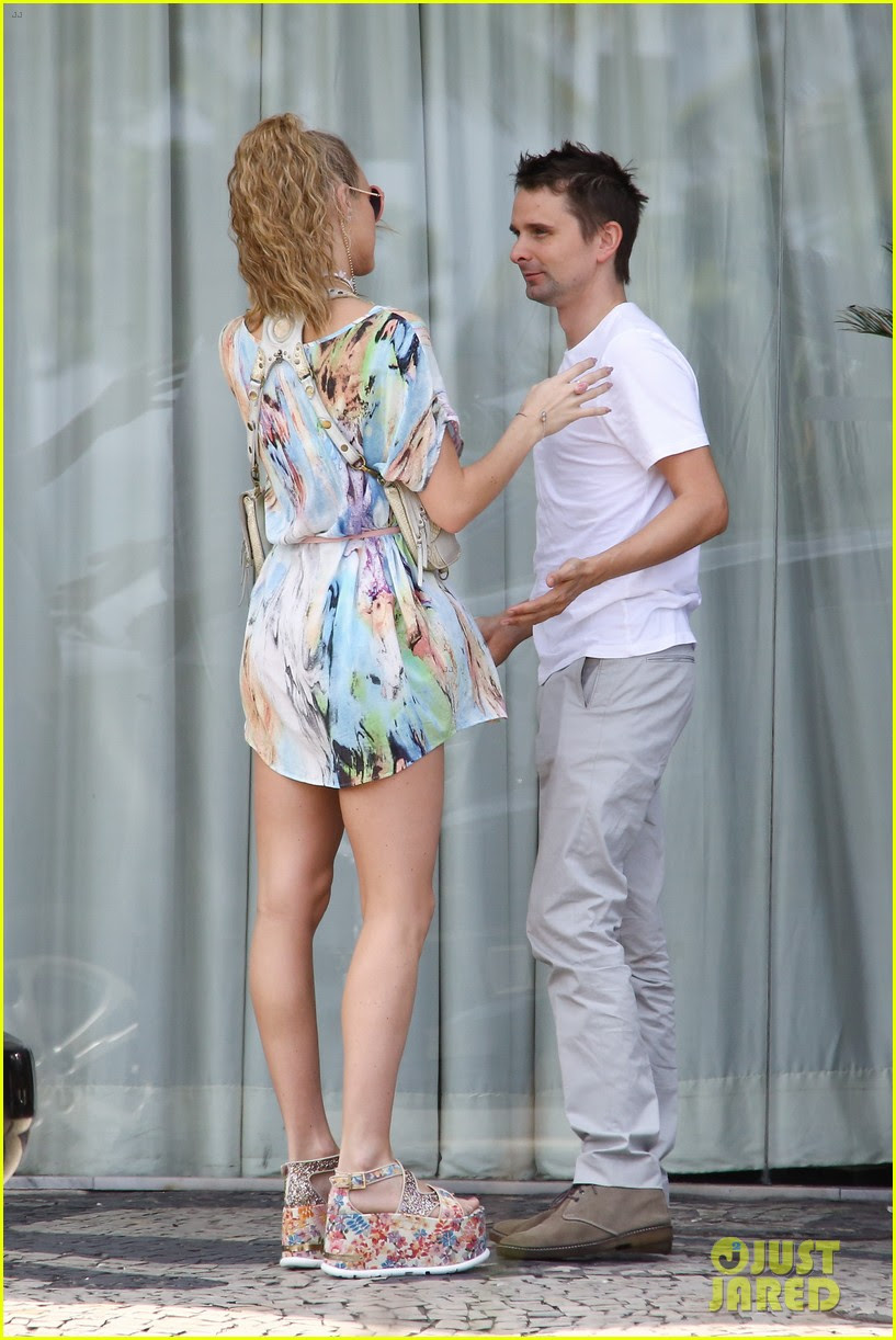 matthew bellamy girlfriend elle evans cant keep their hands off each other 01