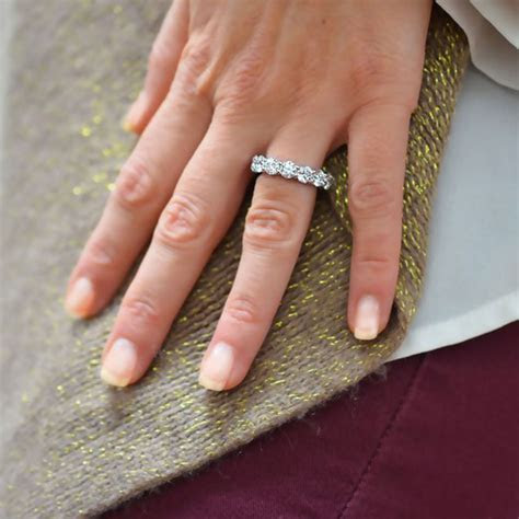 How to Buy a Diamond Eternity Ring