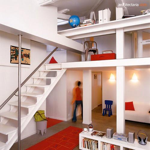 ruang tambahan mezzanine dengan skema warna putih