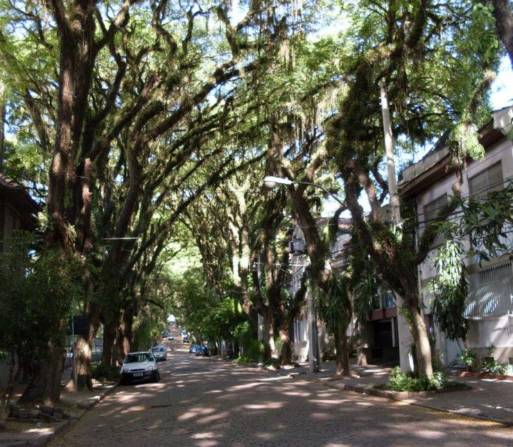 """""""Em Porto Alegre, esta ficou conhecida como a rua mais bonita do mundo."""""""