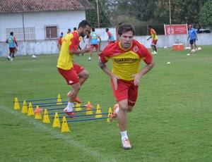 Bruno Farias, meia do América-RN (Foto: Jocaff Souza/GloboEsporte.com)