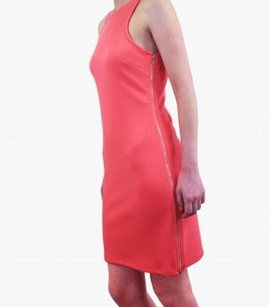 Un básico, vestido rojo, imprescindible como fondo  de