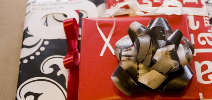 xmas wrapping, presents, christmas, holiday cheer, pattern mixing, handmade bows, tilda swinton,