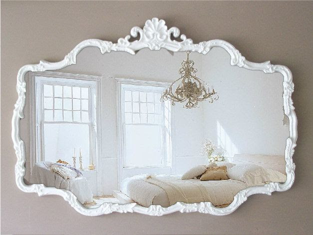 Great mirror. Really goes well with the wall colour too.