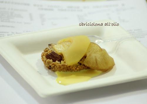sbriciolona all'olio con mele calvados e crema vaniglia