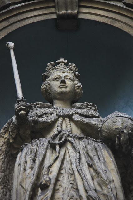 Queen Elizabeth I statue -St. Dunstan-in-the-West
