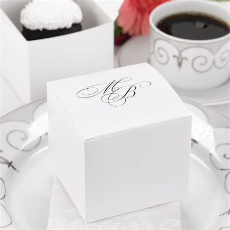 These large white #wedding cake boxes allow your guests to