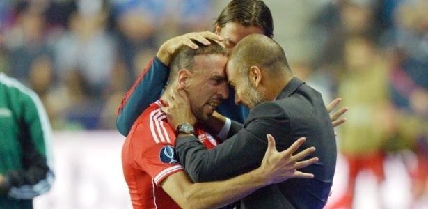 Ribery comemora com Pep Guardiola o gol do Bayern de Munique na partida contra o Chelsea