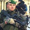 Soldados reforçam a segurança no Museu do Louvre, em Paris